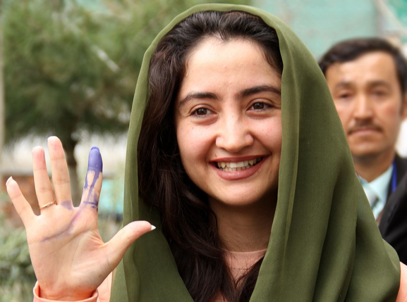 Afghan Elections: Female voters defy threats